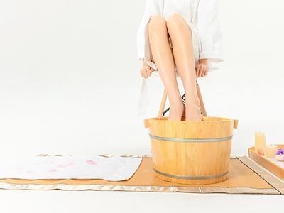 经期泡脚的好处与坏处 经期泡脚的利弊