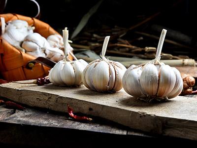 大蒜泡白酒有什么功能 大蒜泡白酒的功效与作用