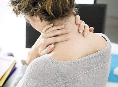 为何年纪轻轻就得了颈椎病?这3大诱因要警惕!
