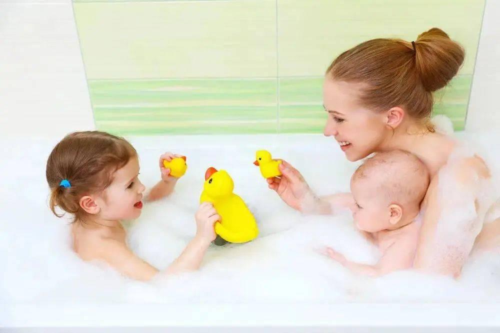 洗澡是孩子性教育最好的时机,聪明的爸妈都怎么做?