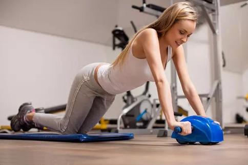 初学腹肌轮怎么用效果好 不要再乱用了