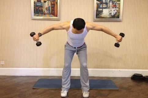 3个经典易学的三角肌中束训练方法