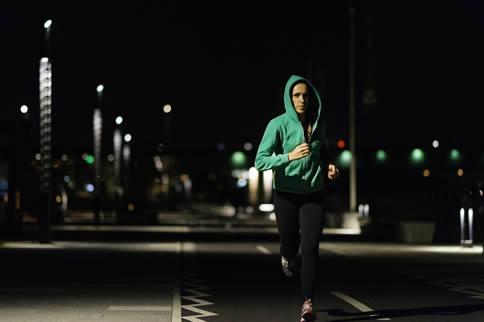 夜跑一小时消耗的热量是多少 影响夜跑热量消耗的因素有哪些
