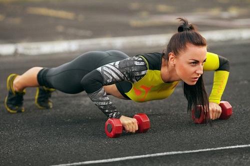 家中练胸肌最好的方法 家中练胸肌动作推荐