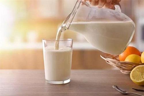 牛奶什么时候喝好?喝牛奶要牢记这2点