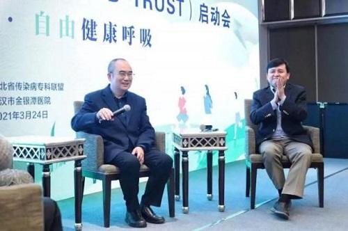 """""""不接种就会吃亏""""!凌晨1点,张文宏在武汉谈新冠疫苗:接种率70%是底线,上不封顶"""
